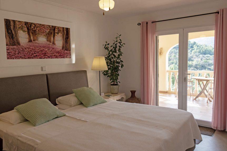 Almendra bedroom